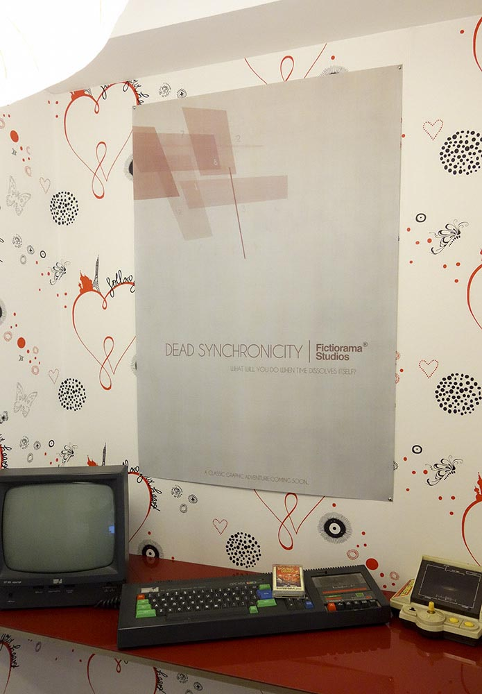 Do you think the wallpaper is awful? So do we, but we couldn't remove it!!! 8P